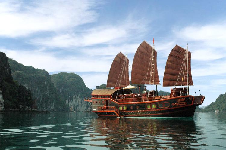 Du thuyền Hạ Long Red Dragon 2 ngày 1 đêm